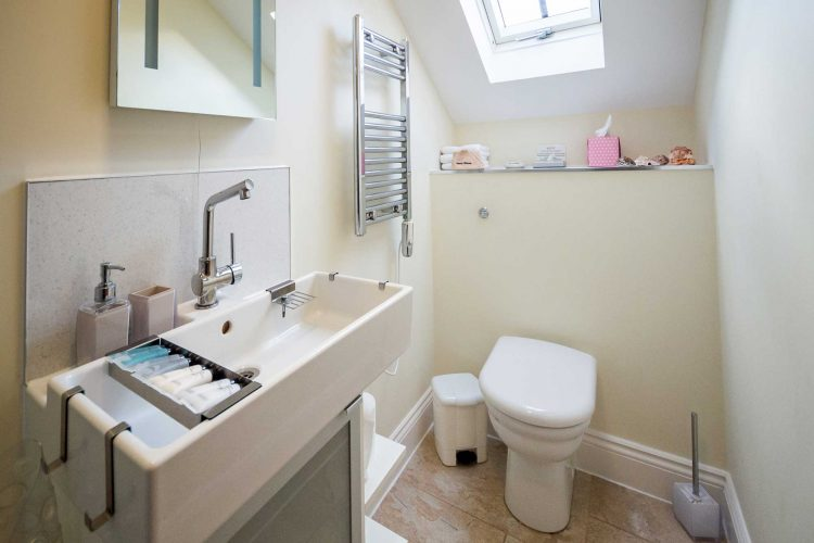 Molletts-Farm_Woodbridge_Cottage_Bathroom_197