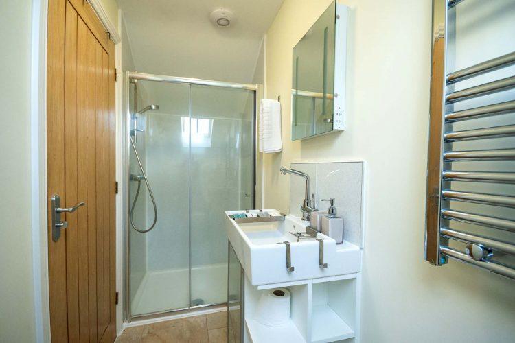 Molletts-Farm_Framlingham_Cottage_Bathroom_170